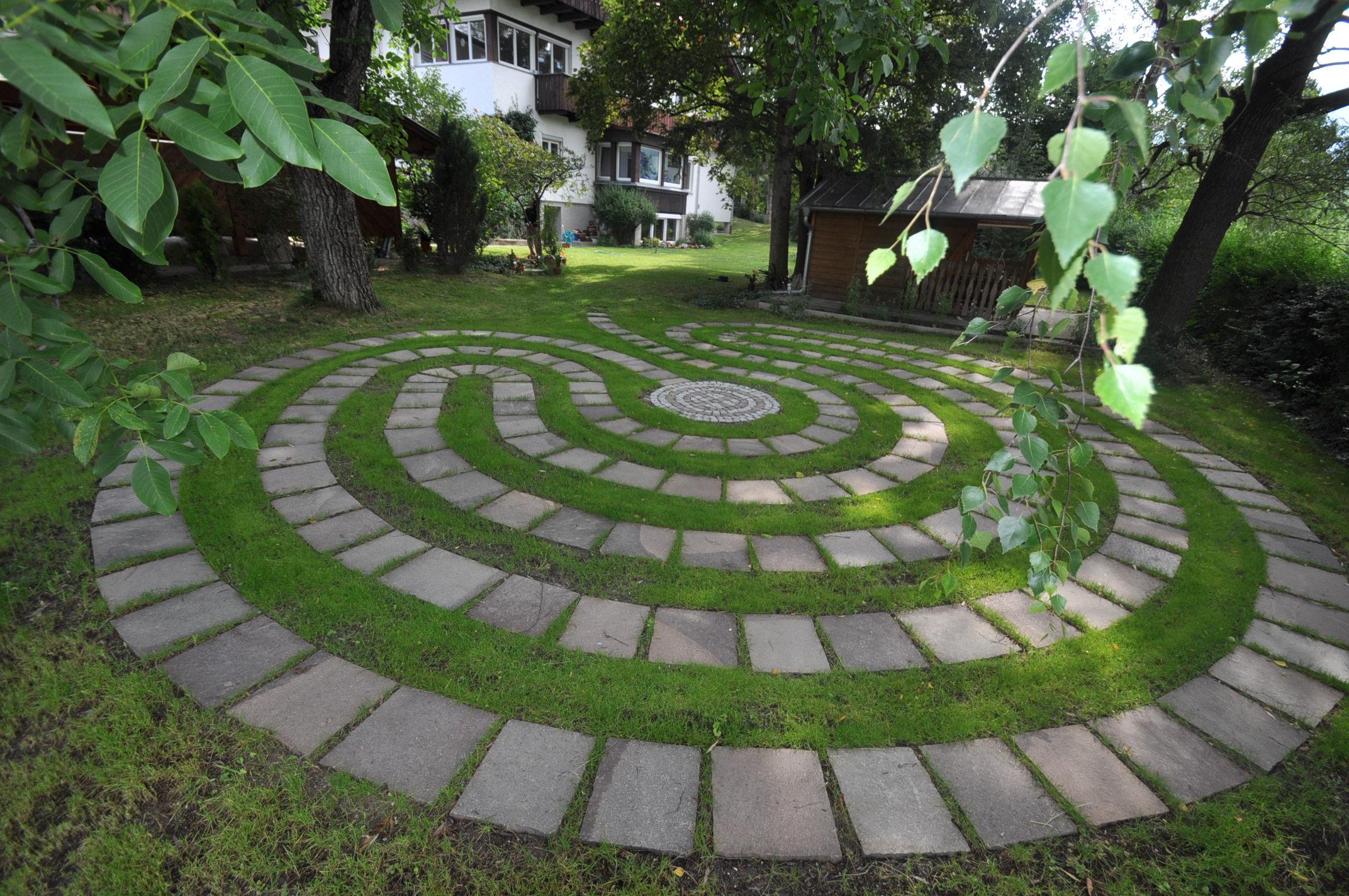 Labyrinth im Garten